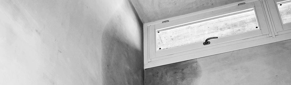 lekkage in muur bij raam